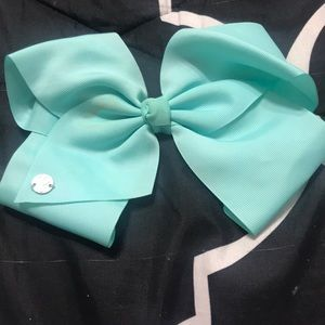I am selling a Jojo siwa mint hair bow